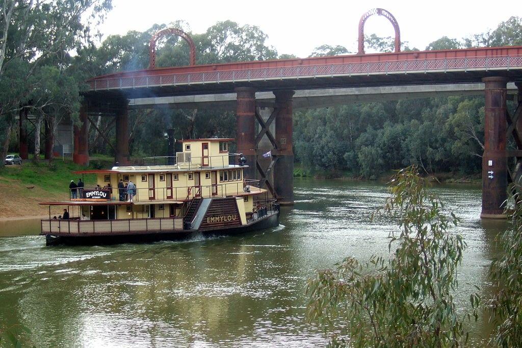 1024px-Echuca-Moama_rail_bridge_Stevage